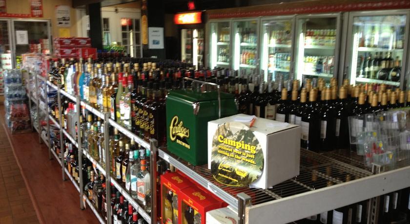 franchise hotel  u0026 liquor store  mid
